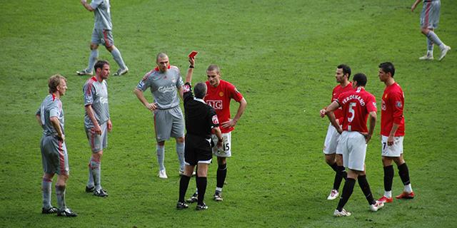 Cómo entender las señales del árbitro de fútbol - Blog de mundosilbato 0f060e8b0ac74