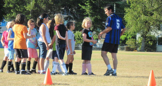 Cómo entrenar a fútbol a niños pequeños - Blog de mundosilbato 074896885f235